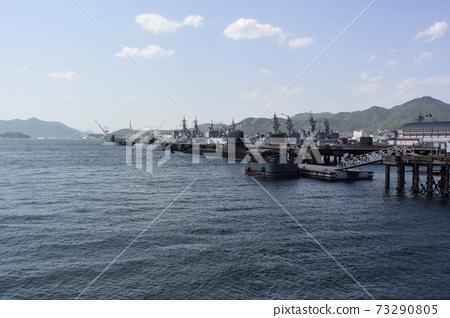 해상 자위대 우 기지의 잠수함과 구축함 73290805