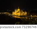 헝가리 라이트 업 된 부다페스트 국회 의사당 73296746
