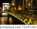 헝가리 라이트 업 된 부다페스트 세 체니 다리 73297383