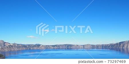 火山口湖的廣角照片 73297469