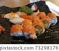 해외에서 먹은 연어 롤 초밥 73298176