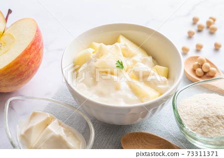 蘋果豆漿和酸奶 73311371