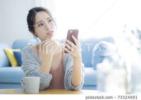 Smartphone female 73324891