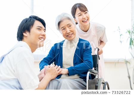 개호 노인 여성 병원 도우미 간병인 73326722