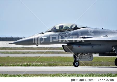 착륙 한 미국 공군의 F-16 전투기 73330706