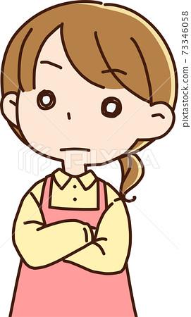 雙臂交叉的家庭主婦/女保育老師 73346058