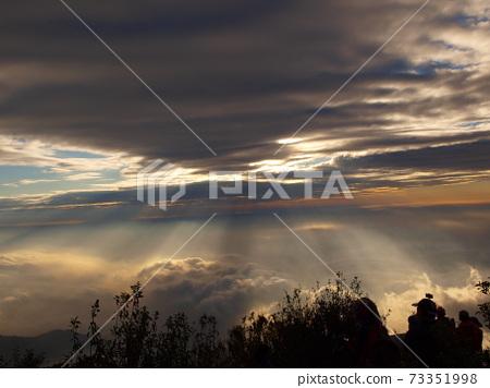 喜多麗的耶穌光雲海翻騰 73351998