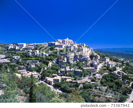 Gordo cityscape on a hill in France 73367942