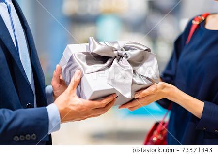 拍攝情侶購物合作:g禮物和生活方式 73371843