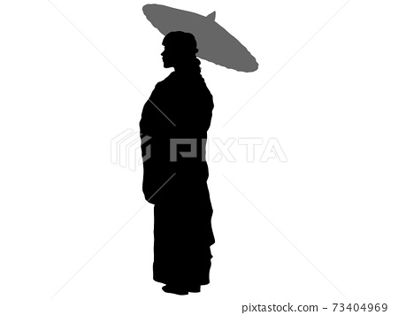 우산을 가지고 자리 잡은 기모노 여성의 전신 실루엣 73404969