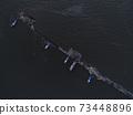 在岸上畫一幅畫 73448896