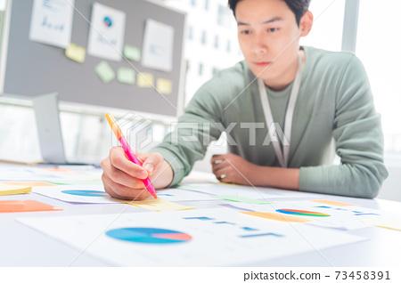 Businessman working 73458391