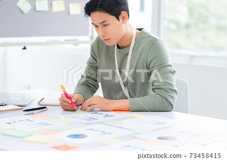 Businessman working 73458415