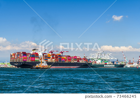 The container ship into the port of Kaohsiung, Taiwan. 73466245