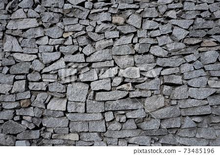 자연친화적인 돌로 쌓아만든 도심 외벽 73485196