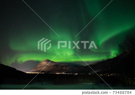 即使在同一個地方,Aurora的外觀在眨眼間都會改變,如此美麗以至於您忘記了時間的流逝 73488784