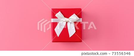선물 상자 선물 상자 분홍색 배경 포장 된 선물 상자 프레 젠트 보크스 73556346