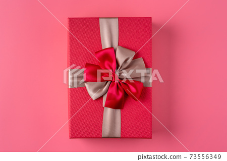 禮物盒 禮物 盒子 粉紅色 背景 Wrapped gift box プレゼントボークス 73556349