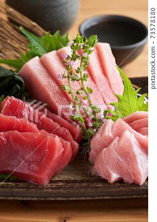 三種主要壽司,中托羅,大托羅和瘦肉 73578180