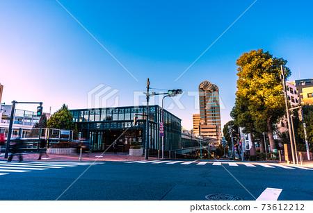 惠比壽花園廣場等連接日本東京城市景觀的惠比壽空中步道的景色(背面朝向惠比壽站) 73612212