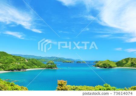 三重縣藍天和蔚藍的大海 73614074