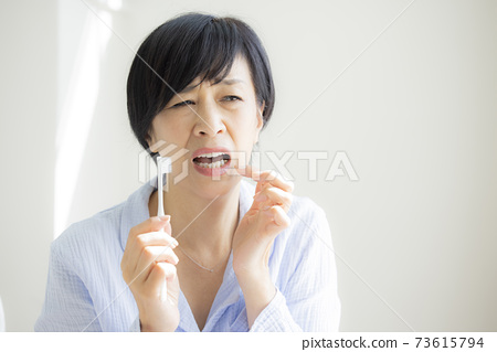 牙膏睡衣 73615794