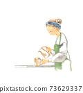 A woman wearing an apron 73629337