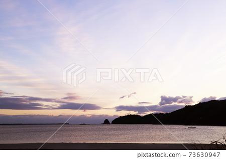 First sunrise, sea, sandy beach 73630947