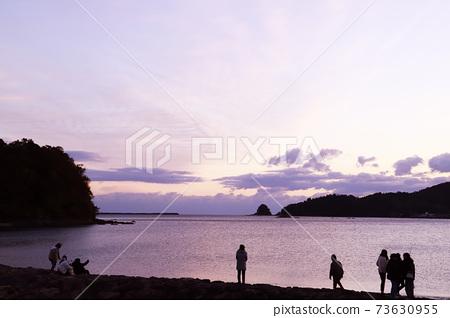 First sunrise, sea, sandy beach 73630955
