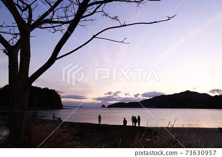 First sunrise, sea, sandy beach 73630957