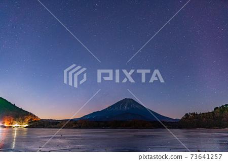 (야마나시 현) 별빛 결빙 한 精進湖 후지산 73641257
