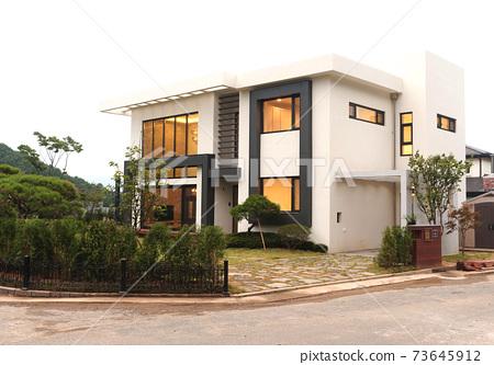 Beautiful House Exterior Landscape Space Stock Photo 73645912 Pixta