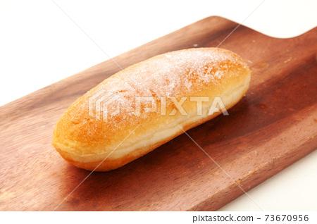 튀긴 빵 73670956