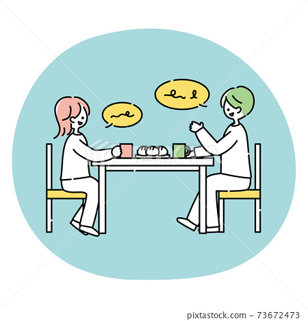 夫妻在餐桌旁聊天 73672473