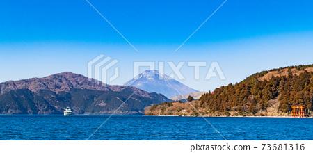 아 시노 코에서 바라 보는 후지산 冬景 와이드 73681316
