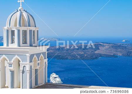 [希臘]聖托里尼島上的鐘樓和愛琴海 73696086