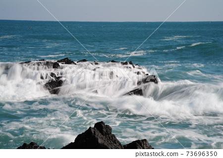 바다.주상절리.파도.해안가 73696350
