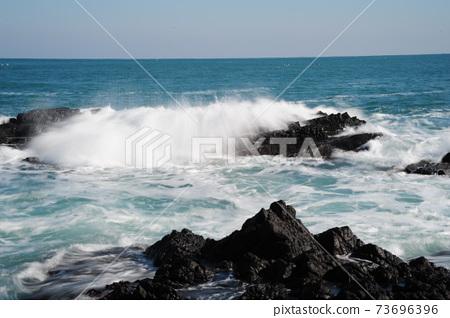 바다.주상절리.파도.해안가 73696396
