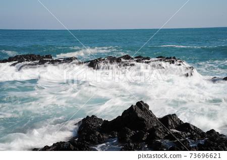 파도.흰물결.바위섬.바람에. 73696621