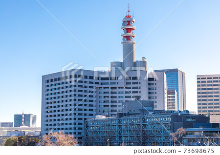 """""""東京""""警察局大樓和湛藍的天空 73698675"""