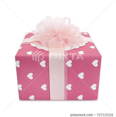 흰색 바탕에 분홍색 선물상자 누끼 73713528