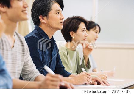 男女參加研討會 73717238