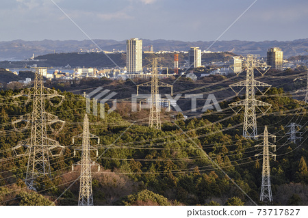 橫須賀和輸電線路中心附近的市區[三浦半島] 2018年冬季 73717827