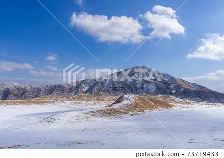 取自熊本縣阿蘇地區雪中的麻生草參里天文台 73719433