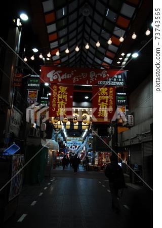 오사카.난바역.거리.가게.불빛  73743565