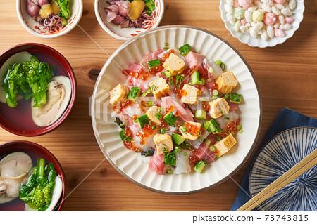 Chirashi壽司和湯 73743815