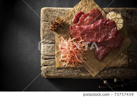 木板上豬肉脯叉燒肉 73757439