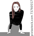 黑色針織的年輕女人 73760557