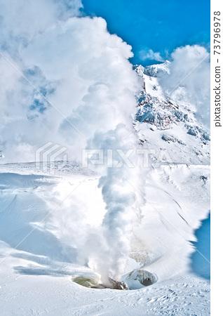 活火山的冬季外觀 73796978