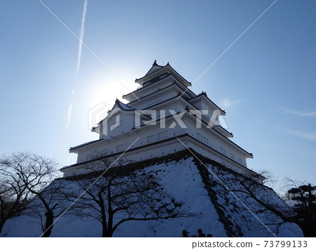 Aizu Wakamatsu Castle castle tower in the snow against the backdrop of the rising sun in the winter sky 73799133